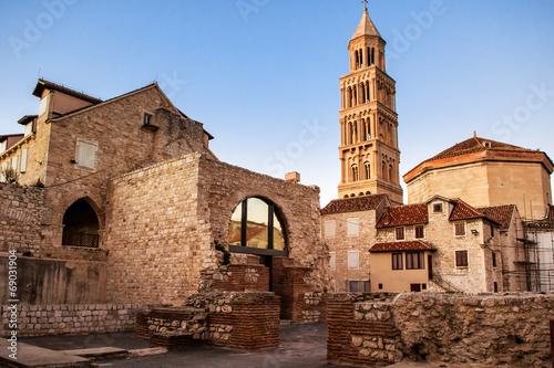 fototapeta na szkło Sceny ze starego miasta Split i widok na stary dzwonnica