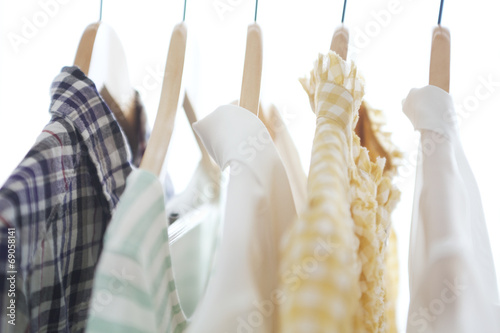Foto op Plexiglas Dragen ハンガーにかけた洋服