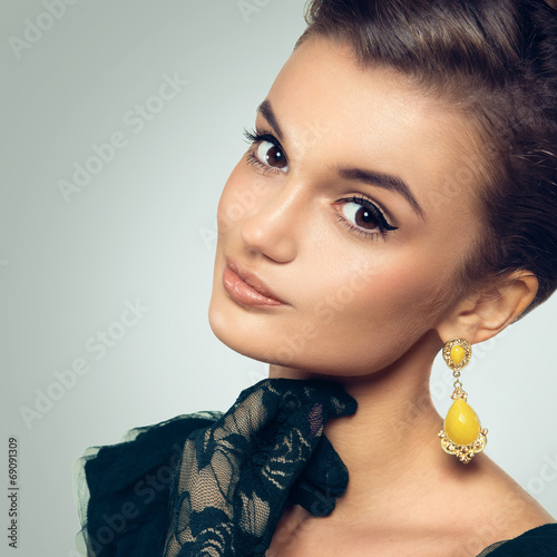 Fotografia, Obraz  Portrait of beautiful woman with retro grab and old fashioned ma