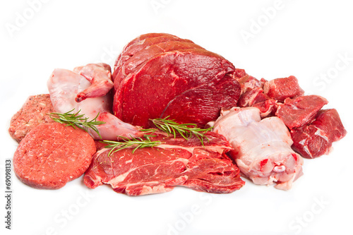 Poster Vlees Fresh butcher cut meat assortment garnished