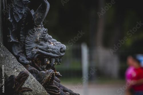 Fotografia devil figure, bronze sculpture with demonic gargoyles and monste
