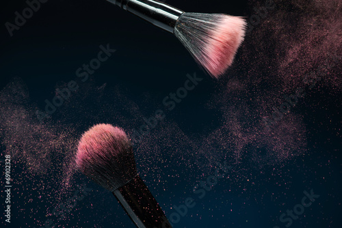 Obraz Professional black make-up brush with pink powder in motion isol - fototapety do salonu