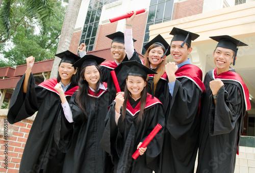 Fotografia  Asian university students celebrate their graduation