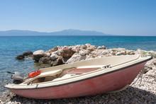 Motorboot Angedockt An Der Küste