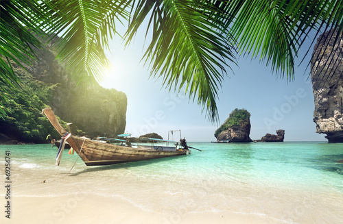 Photo  boat at Phi Phi island, Thailand