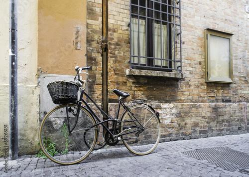 Foto auf AluDibond Old Italian bicycle