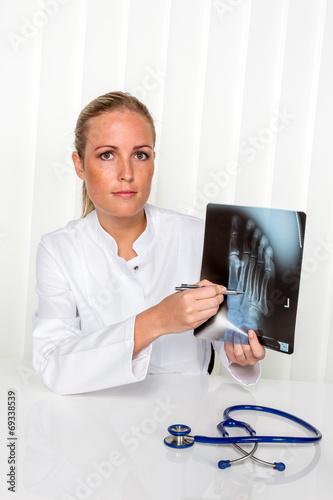 Fotografía  Freundliche  Ärztin