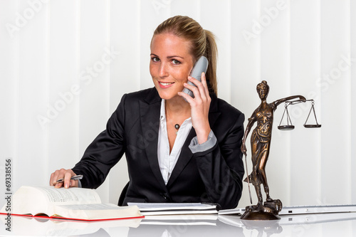 Photo Geschäftsfrau im Büro