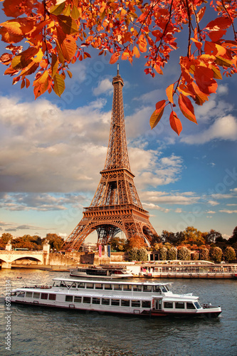 Fototapety, obrazy: Eiffel Tower with boat on Seine in Paris, France