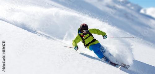 Fotografie, Obraz  Skifahrer im Tiefschnee