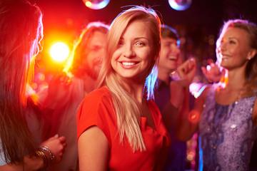 Dziewczyna na imprezie