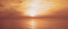 Coucher De Soleil Entre Ciel Et Mer