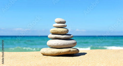 Photo  Pyramid of stones, beach, zen