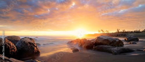 Fototapeta premium Reunion beach o zmierzchu.