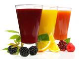 Soki z owoców jeżyny, cytryny i maliny
