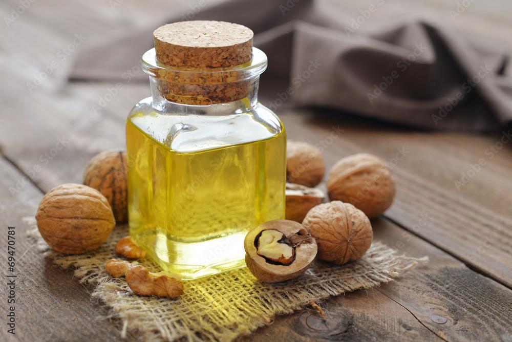 Fototapety, obrazy: Walnut oil