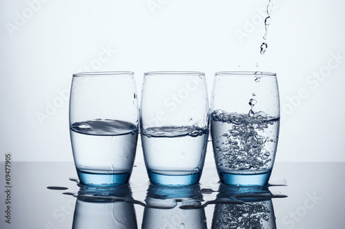 Papiers peints Eau Pouring Water In Three Water Glasses
