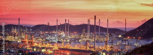 Fototapeta Oil refinery at twilight sky obraz