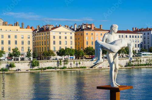 Papiers peints Beige Lyon, paysage, Rhône et statue