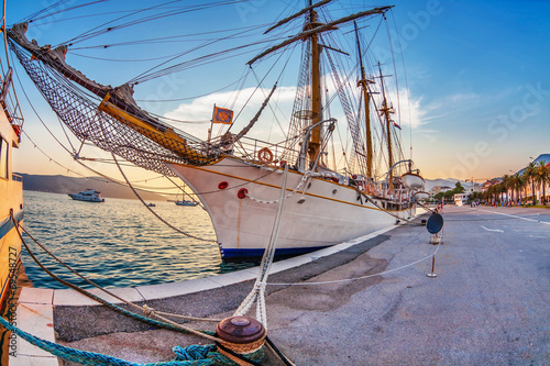 Foto op Plexiglas Schip Old sailing ship in sunset light