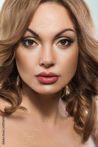 Foto op Plexiglas Beauty Elegant woman with beautiful skin and healthy hair