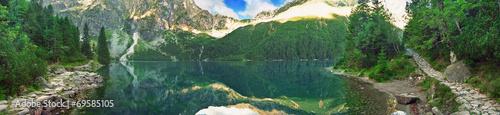 Foto auf Gartenposter Gebirge Panoramic view of mountain lake in Tatra mountains