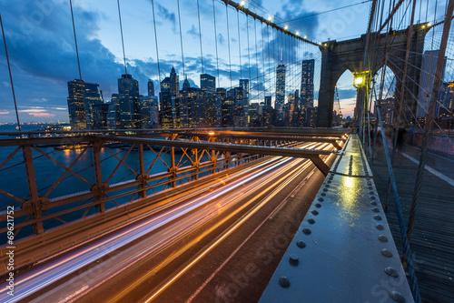 Fotobehang Brooklyn Bridge Brooklyn Bridge in New York at Dusk