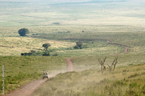 Staande foto Afrika Jeep along a trail in Ngorongoro Conservation Area