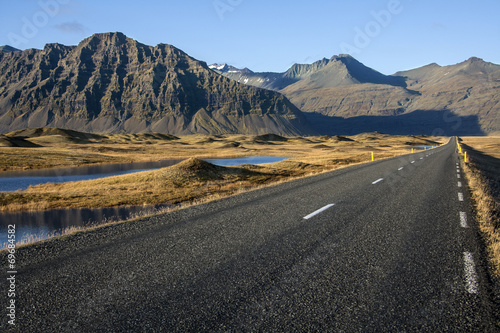 Photo Stands Eggplant Country Road - Iceland