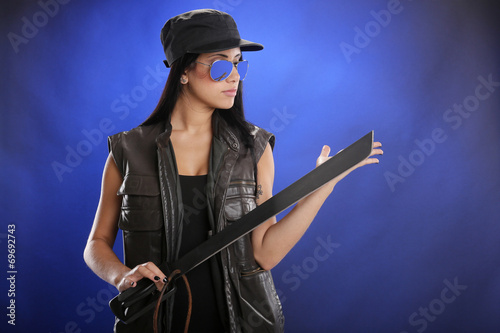 фотография  Tactical attire and machete in hand
