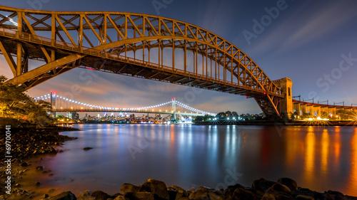 Staande foto Sydney Hell Gate and Triboro bridge by night