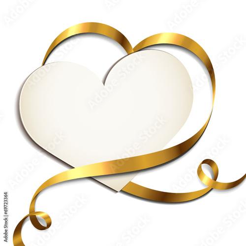 Herzförmige Karte mit goldenem Band – kaufen Sie diese Vektorgrafik ...