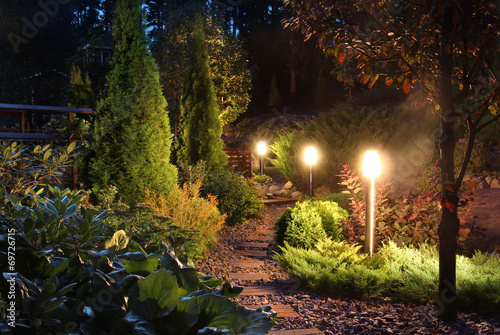 Poster Tuin Illuminated garden path patio