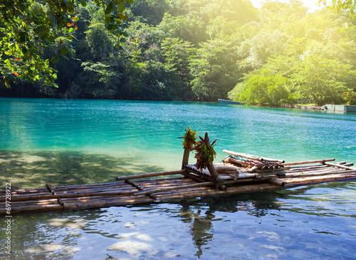 Raft sur la rive de la lagune bleue, la Jamaïque .. Poster Mural XXL