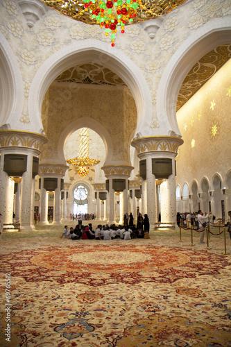 Foto op Aluminium Kuala Lumpur Интерьер Белой мечети Абу-Даби. ОАЭ.