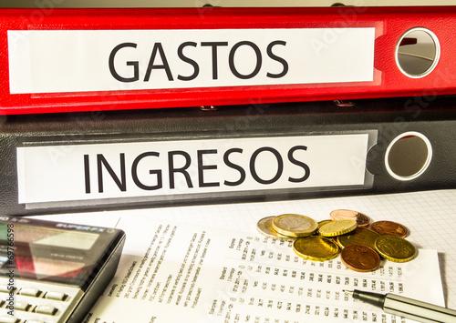 Fotografía  GASTOS INGRESOS (contabilidad, archivador)