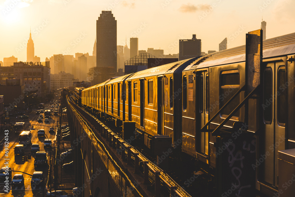 Fototapety, obrazy: Subway Train in New York at Sunset