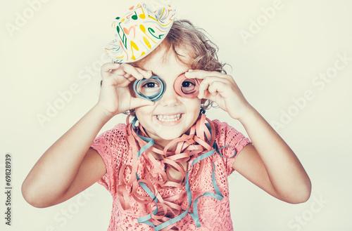 Fotografie, Obraz  Bambina divertente con stelle filanti