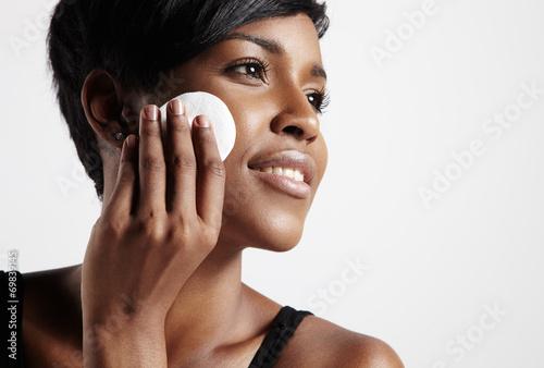 Fotografía  black skin cleansing process