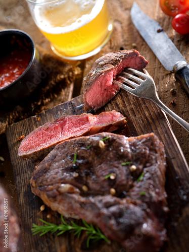 Papiers peints Steakhouse steak and beer
