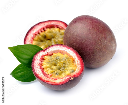 Foto op Aluminium Vruchten Maracuya fruits on white background.