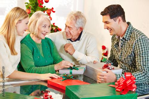 Новогодние подарки  Купить подарки на Новый год 2017 в
