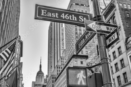 Fotografie, Tablou Fifth Avenue street signs and buildings