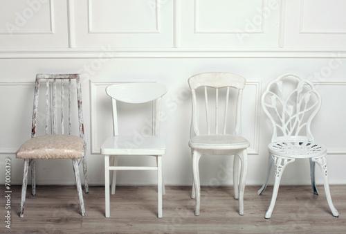 Foto op Plexiglas Retro Set of white wooden vintage chairs
