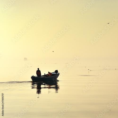 Fotobehang - Morze,  wypływanie na połów ryb