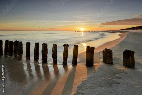 Garden Poster Light pink Morze, plaża o wschodzie słońca