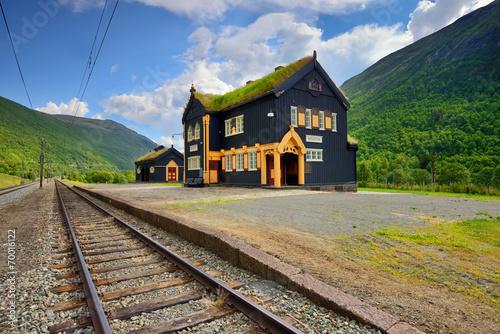 Norwegia , mała stacja kolejowa, krajobraz wiejski Canvas Print