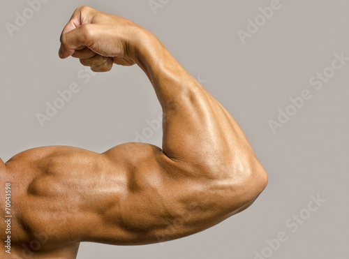 Foto Close up on a bodybuilder biceps,shoulder,arm