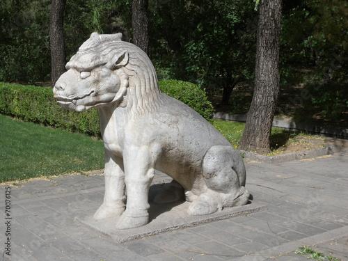 Foto op Aluminium Beijing Sitzender Tiger an den Ming Gräbern