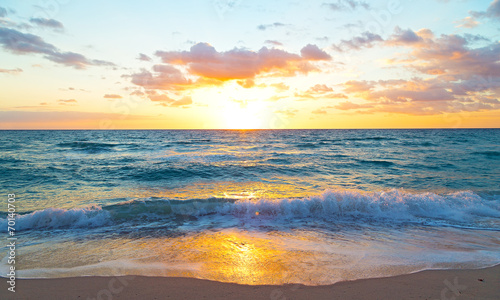 Obraz Sunrise over the ocean in Miami Beach, Florida. - fototapety do salonu